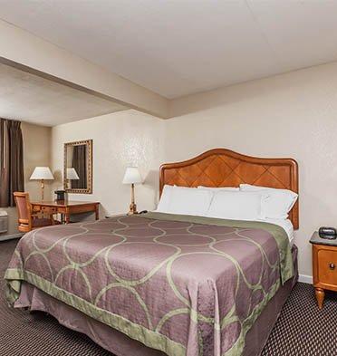 Hotel Rose Garden King Bedroom