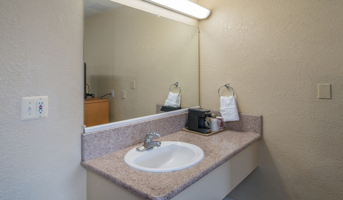 Hotel Rose Garden San Jose - Guest Bathroom