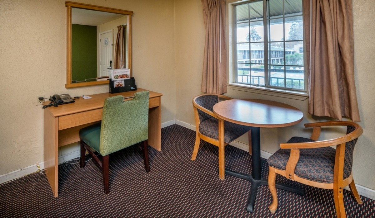 Hotel Rose Garden San Jose - Guest Room with Desk
