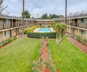 Hotel Rose Garden San Jose - Hotel Courtyard